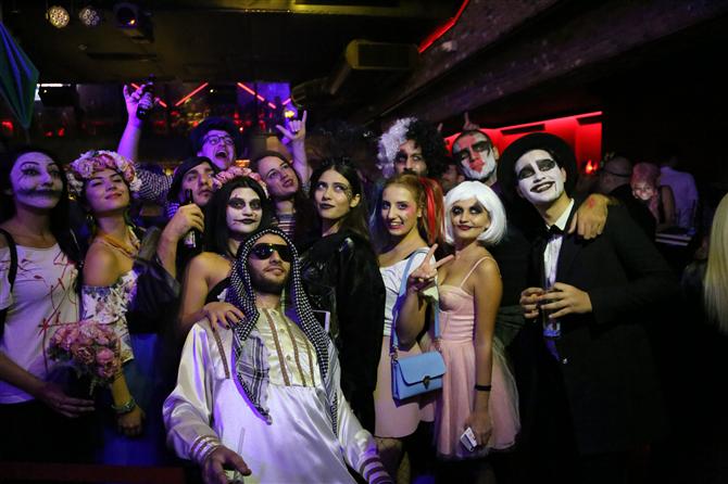 İstanbul Halloween'e Git Gide Alışıyor